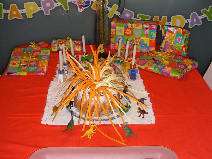 2007 - Jacobs 4. Geburtstag (Dinosaurier & Vulkan)